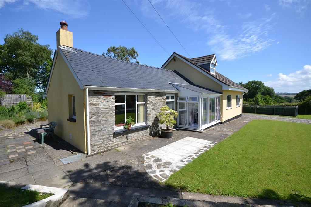 3 Bedrooms Detached House for sale in Llechryd
