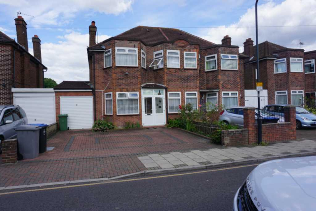 3 Bedrooms Semi Detached House for sale in Slough Lane, Kingsbury, NW9