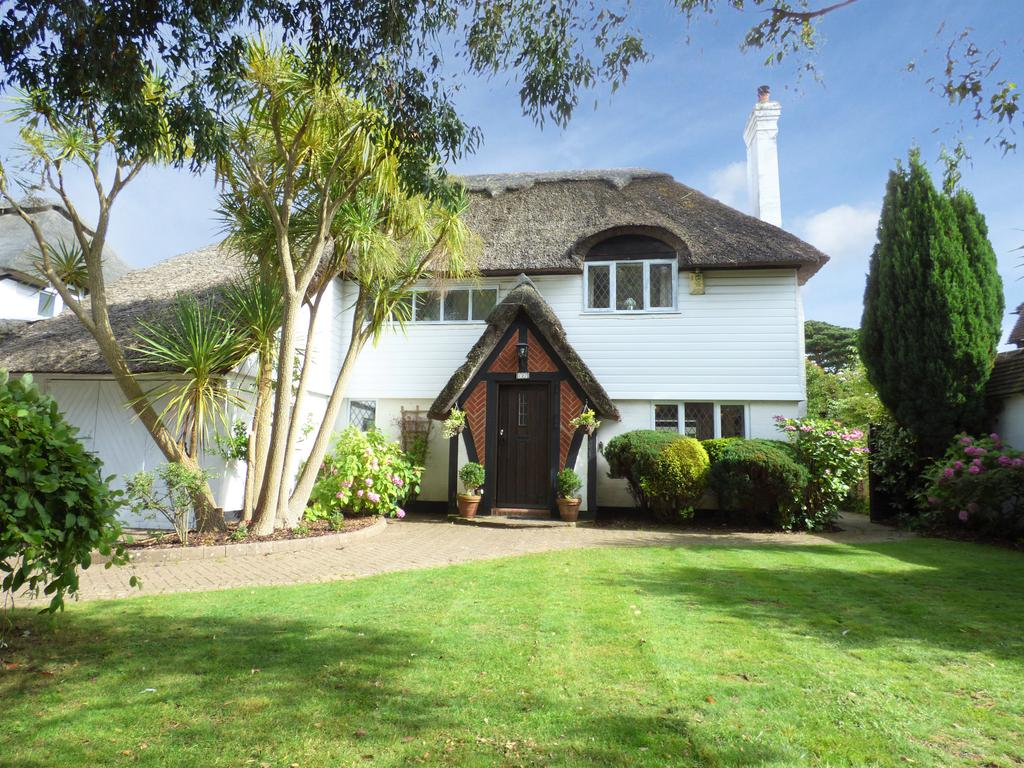 4 Bedrooms Detached House for sale in Manor Way, Aldwick Bay Estate, Aldwick, Bognor Regis PO21