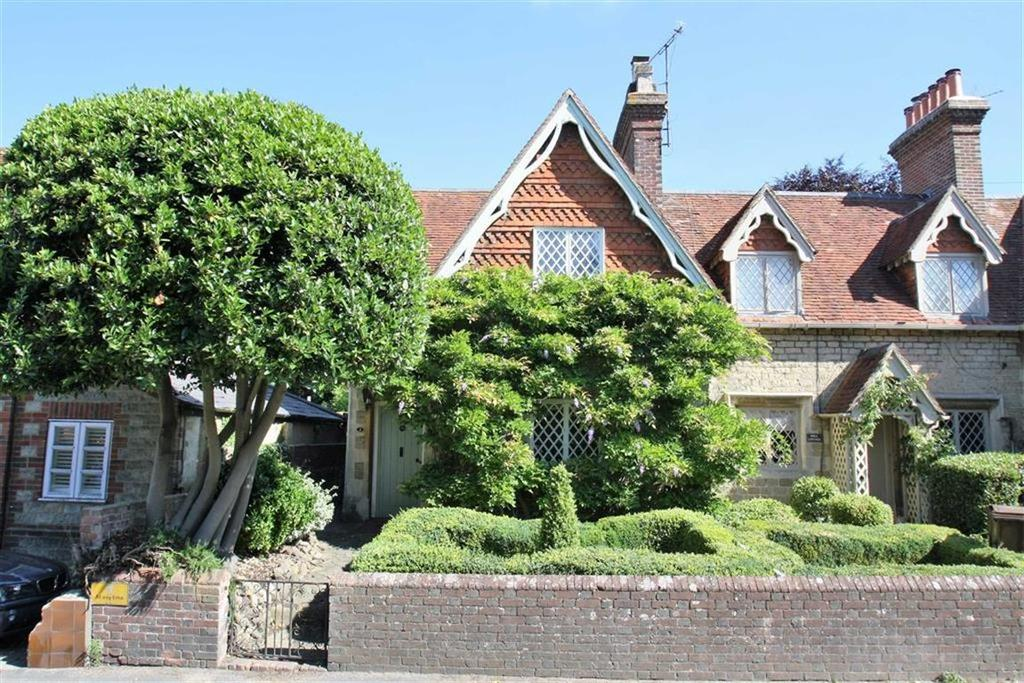 2 Bedrooms Cottage House for sale in Haslemere Road, Liphook, Hampshire, GU30