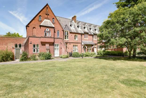 3 Bedrooms Flat for sale in Convent Court Windsor