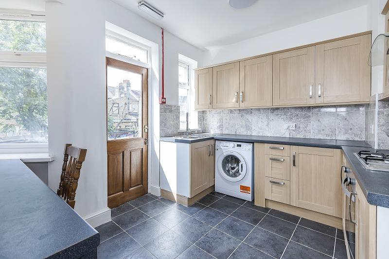 4 Bedrooms Terraced House for sale in Crofton Road, Plaistow, London, Greater London. E13 8QS
