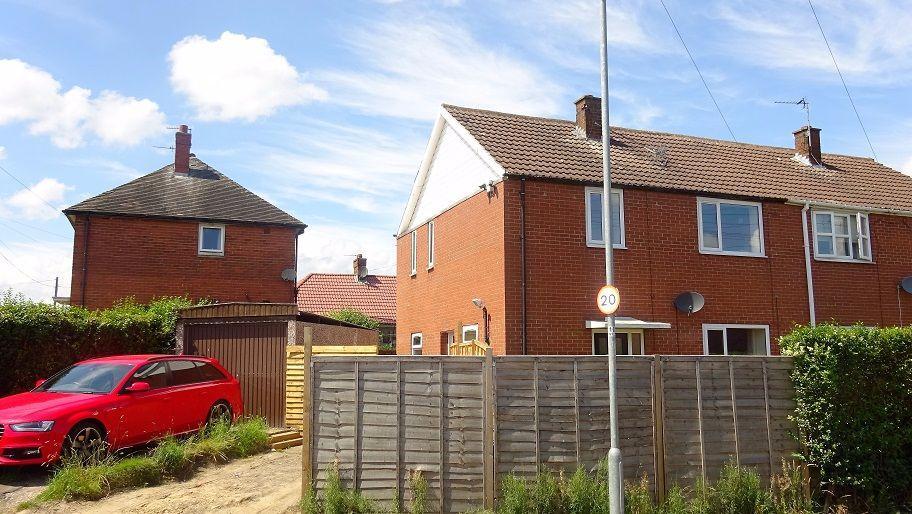 3 Bedrooms Semi Detached House for sale in Newlands Crescent, Morley, Leeds