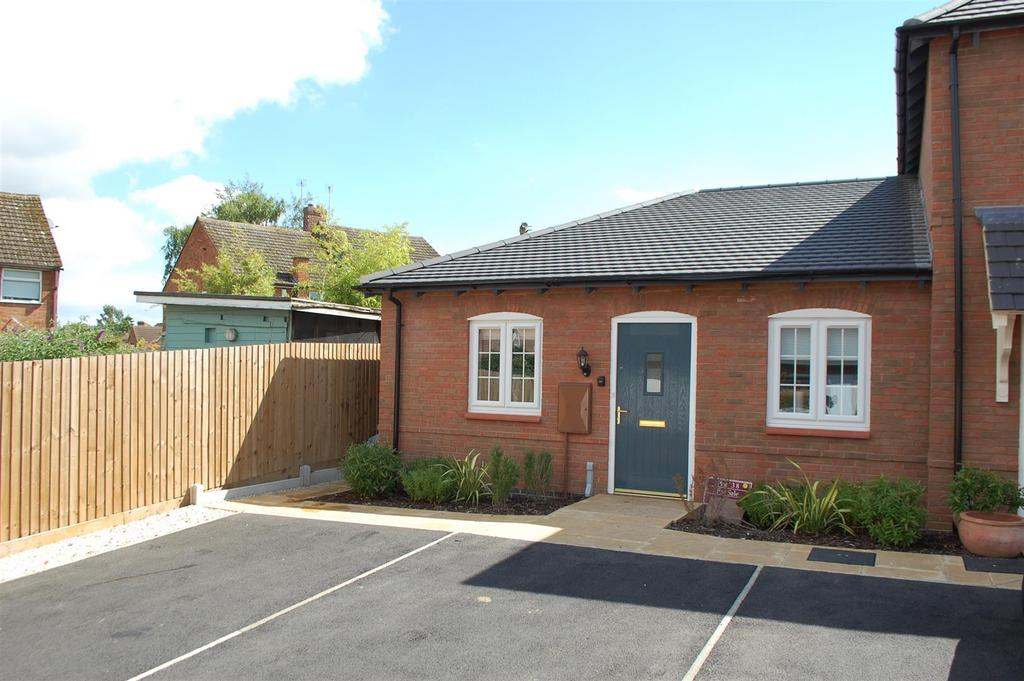 2 Bedrooms Semi Detached Bungalow for sale in James Way, Scraptoft, Leicester