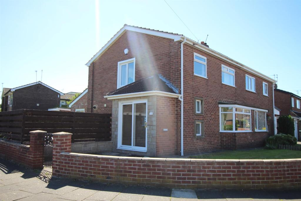 3 Bedrooms Semi Detached House for sale in Broomley Walk, Red House Farm, Newcastle Upon Tyne