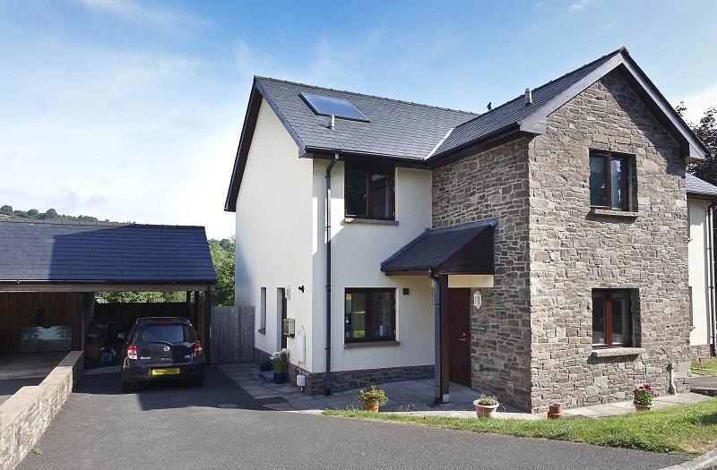 3 Bedrooms Semi Detached House for sale in Dol-fach , Llangynidr, Crickhowell, Powys.