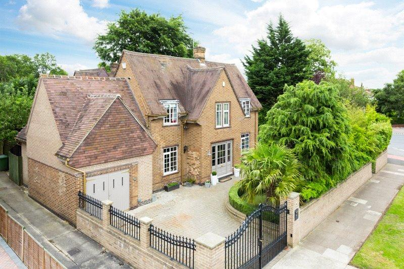 4 Bedrooms Detached House for sale in Broadway West, York, YO10