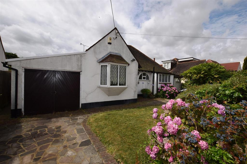 3 Bedrooms Detached Bungalow for sale in St. Marys Road, Benfleet