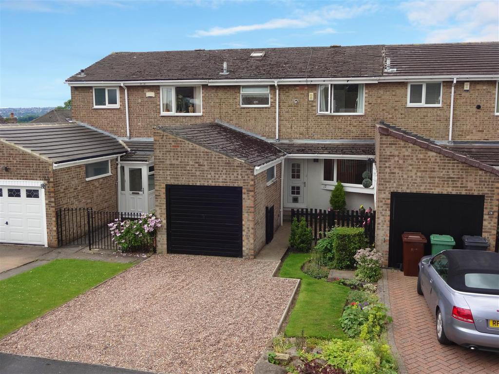 3 Bedrooms Town House for sale in St. Johns Drive, Yeadon, Leeds