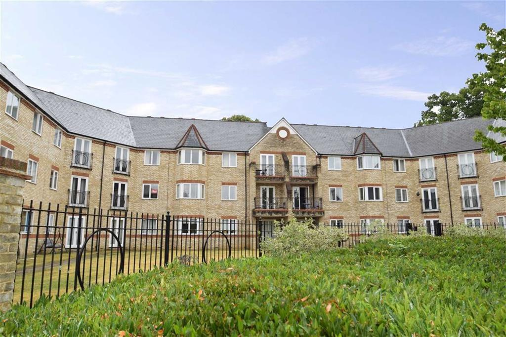 2 Bedrooms Apartment Flat for sale in Norbury Avenue, Watford, Herts