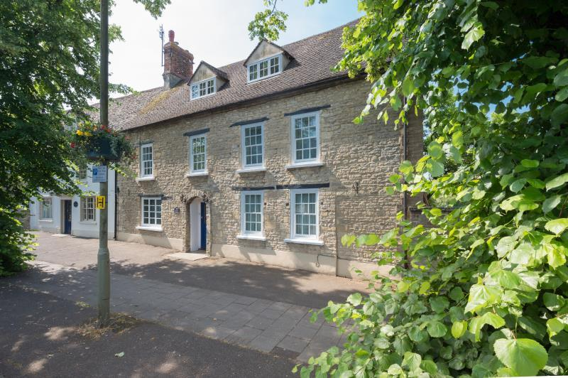 4 Bedrooms Terraced House for sale in The Old Country Pie, Corn Street, Witney, Oxfordshire
