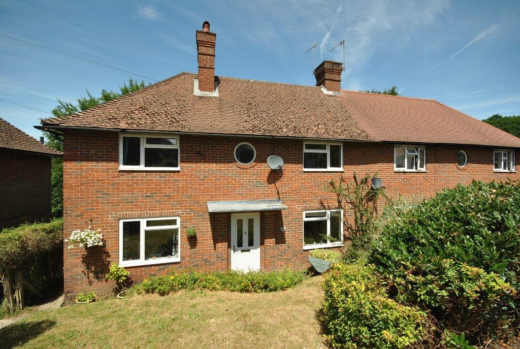 3 Bedrooms Semi Detached House for sale in Sickle Road, Haslemere, GU27