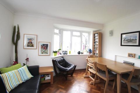 2 bedroom flat to rent - Woodside Court, Ealing, London, W5