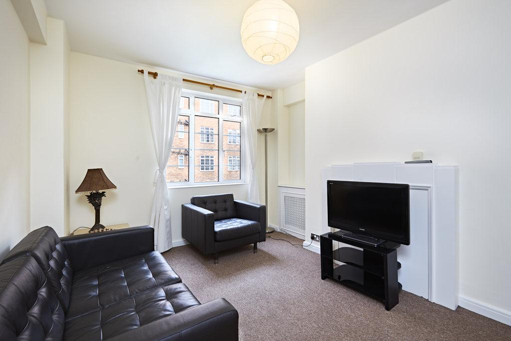 2 Bedrooms Flat for sale in Hammersmith Road, London, W6