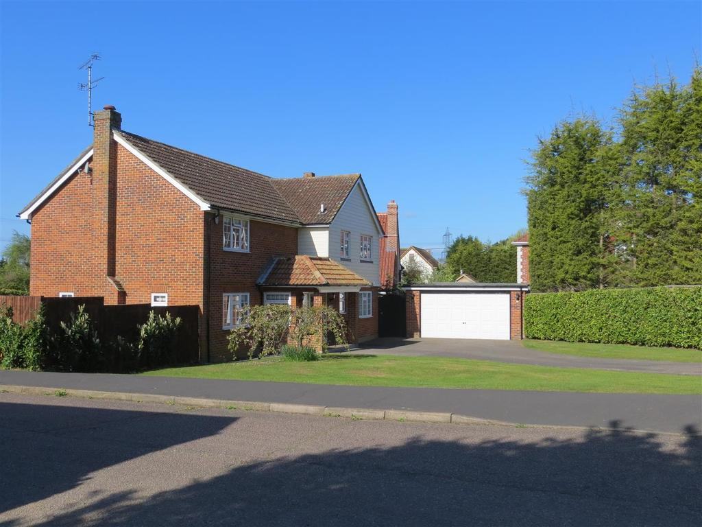 5 Bedrooms Detached House for sale in Chalklands, Sandon, Chelmsford