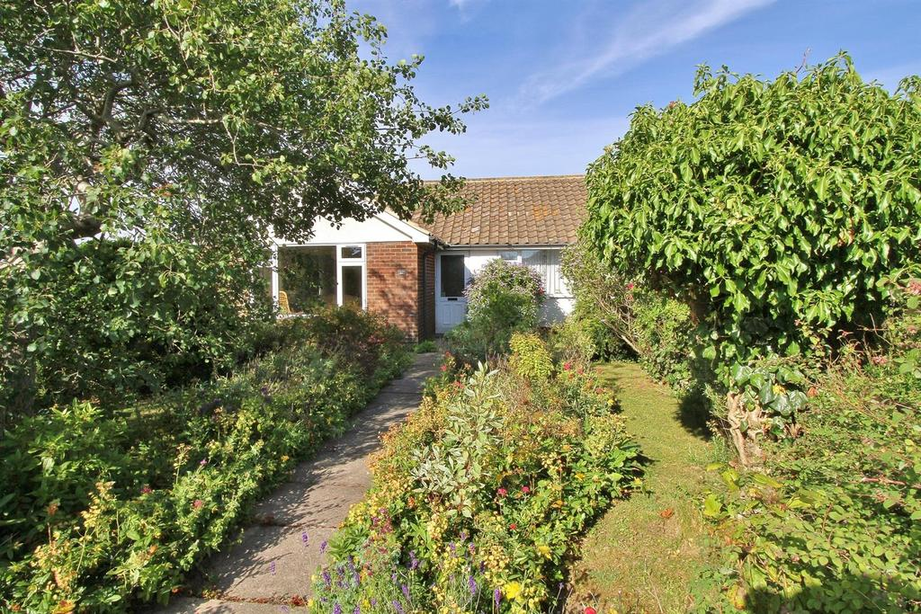 2 Bedrooms Semi Detached Bungalow for sale in Downland Close