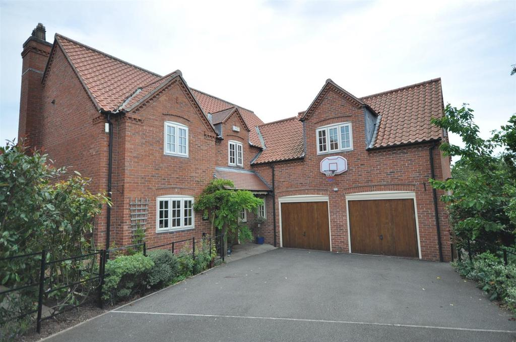 4 Bedrooms Detached House for sale in Church Court, Norwell, Newark