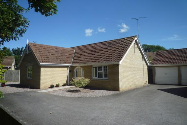 2 Bedrooms Detached Bungalow for sale in Glendon Gardens, Leverington, Wisbech, PE13