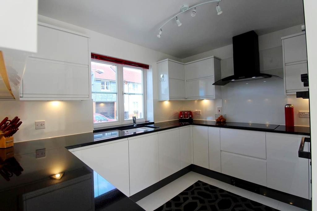 4 Bedrooms Detached House for sale in Elgar Drive, Witham, Essex, CM8