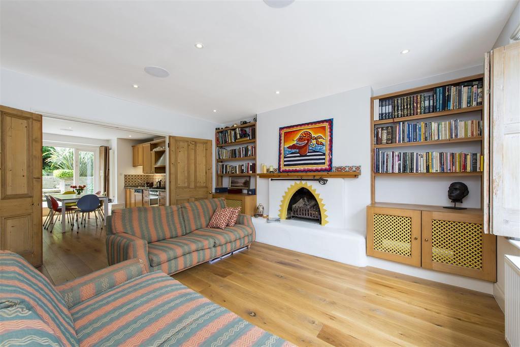 3 Bedrooms Flat for sale in Primrose Gardens, London