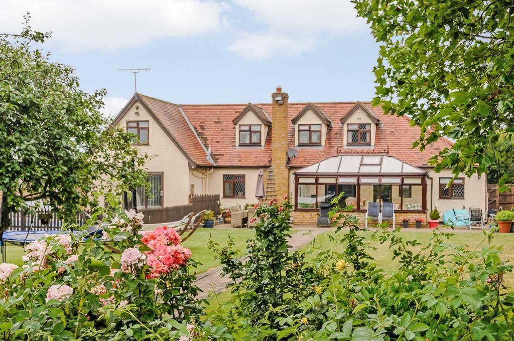 5 Bedrooms Detached House for sale in Burnham Road, Latchingdon, Chelmsford, Essex, CM3