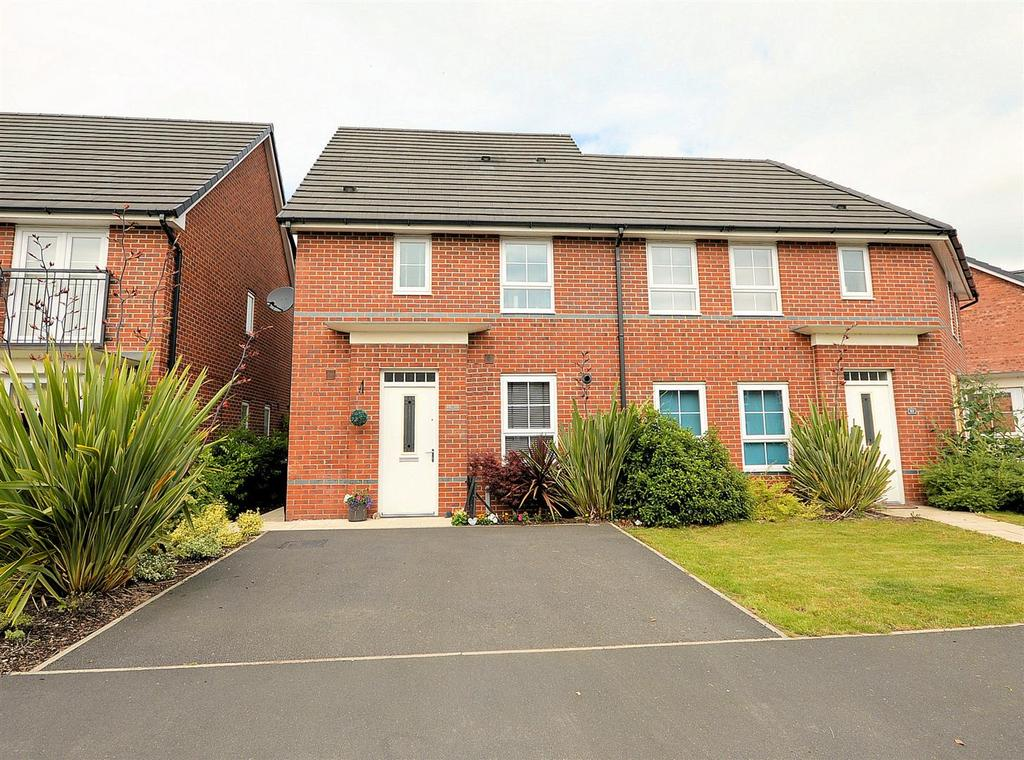 3 Bedrooms Semi Detached House for sale in Patrons Drive, Elworth, Sandbach