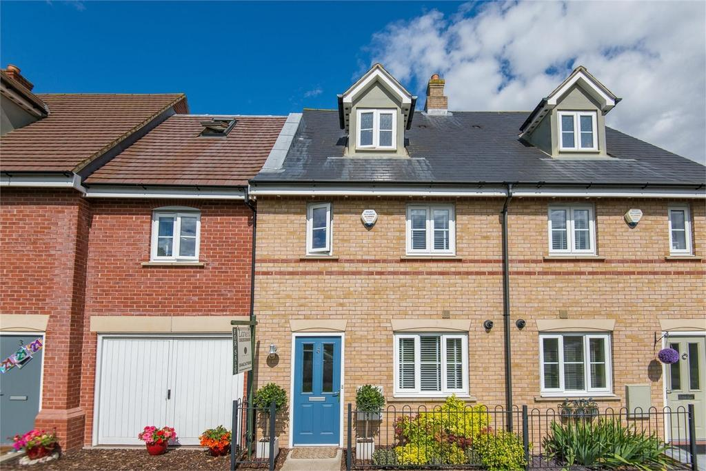 3 Bedrooms Town House for sale in Valerian Way, Stotfold, Beds