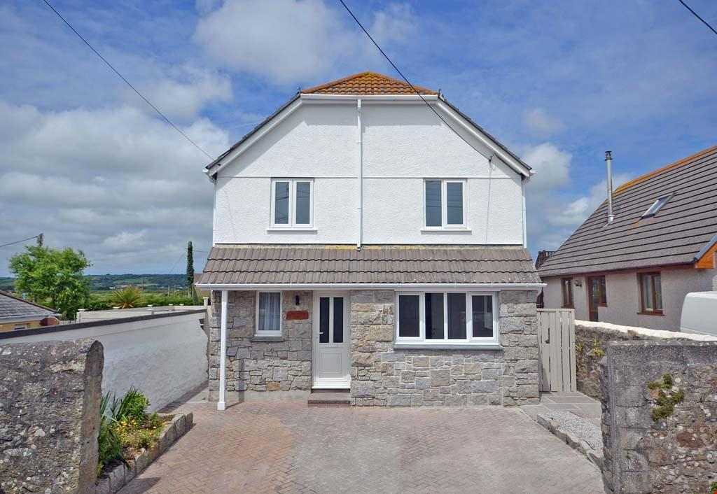 3 Bedrooms Detached House for sale in Marazion, Mounts Bay, West Cornwall, TR17