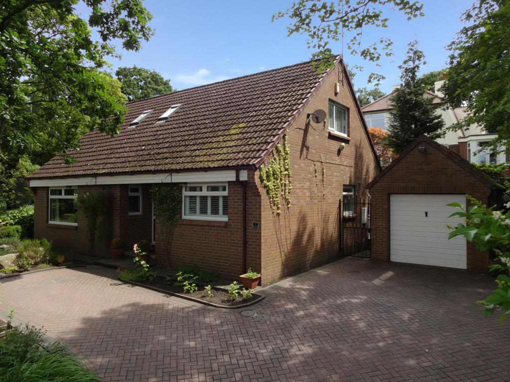 3 Bedrooms Detached House for sale in Tinshill Road, Cookridge