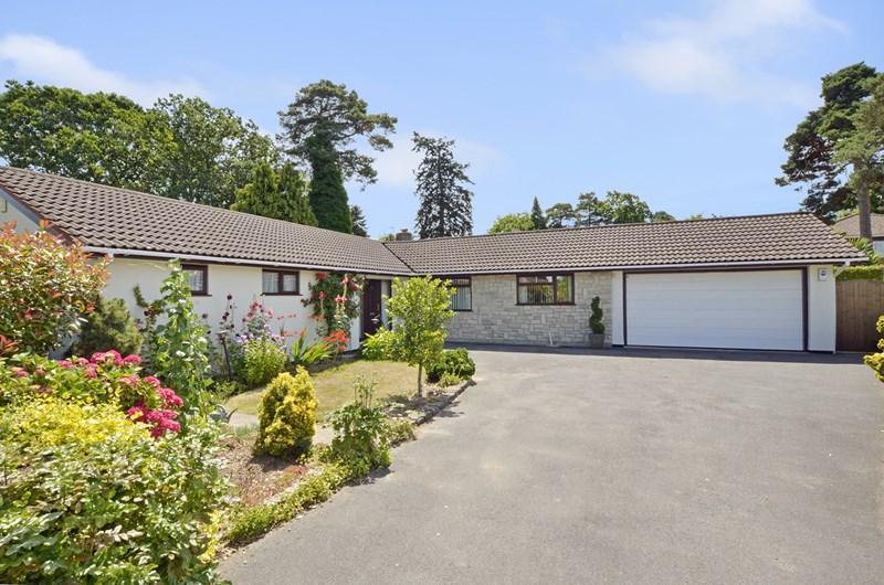 3 Bedrooms Detached Bungalow for sale in Ryan Gardens, Ferndown
