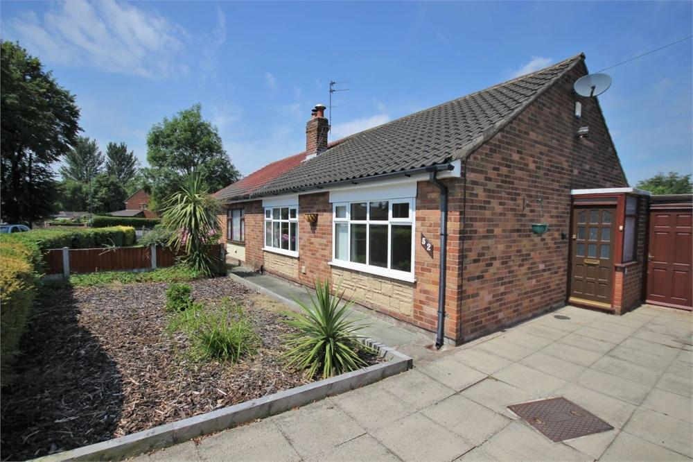 2 Bedrooms Semi Detached Bungalow for sale in Mayfield Avenue, WIDNES, Cheshire