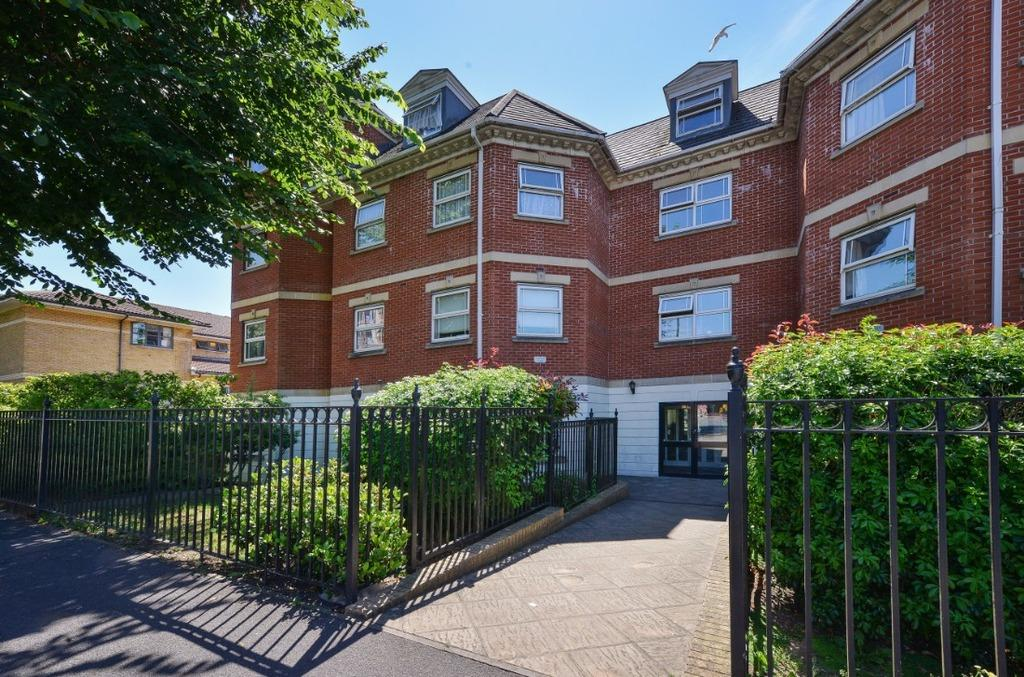 2 Bedrooms Flat for sale in Davigdor Road Hove East Sussex BN3