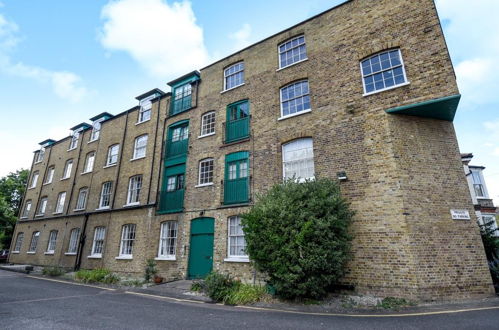 2 Bedrooms Flat for sale in 36 Park Road Bromley BR1