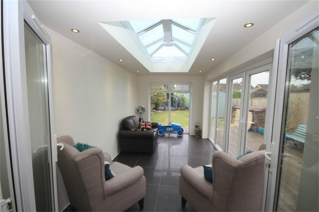 3 Bedrooms Semi Detached House for sale in Golf Drive, Whitestone, Nuneaton, Warwickshire