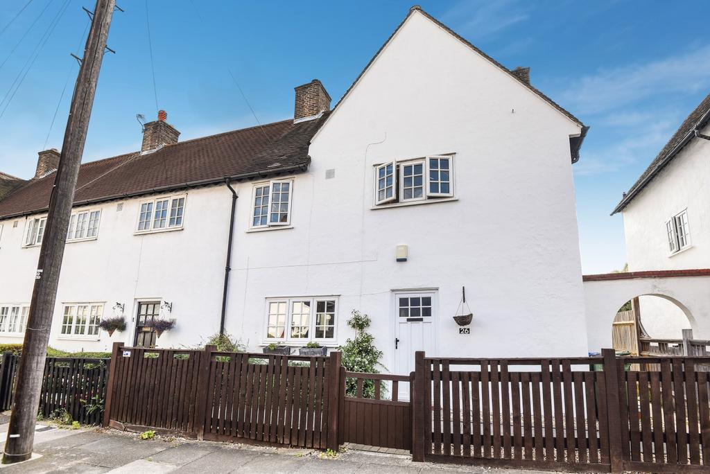 3 Bedrooms End Of Terrace House for sale in Martin Bowes Road London SE9