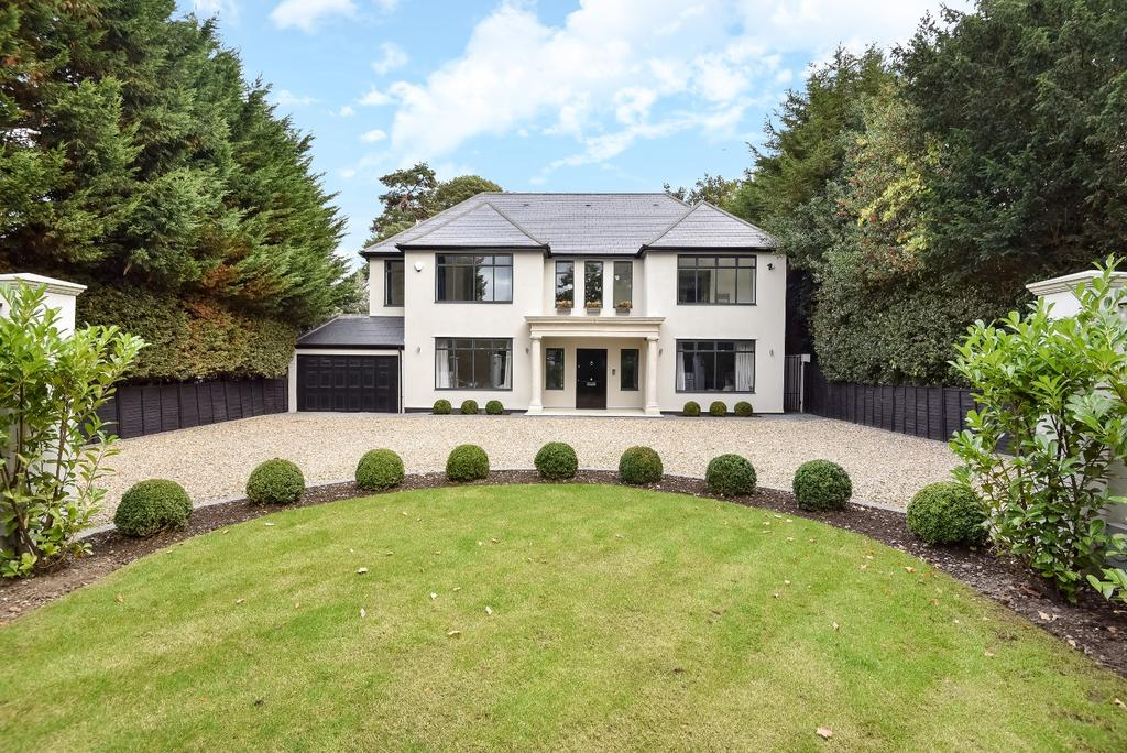 5 Bedrooms Detached House for sale in Westerham Road Keston BR2