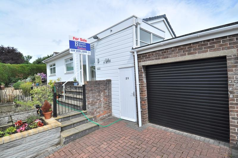 3 Bedrooms Semi Detached House for sale in Highfield Close, Dinas Powys CF64 4LR