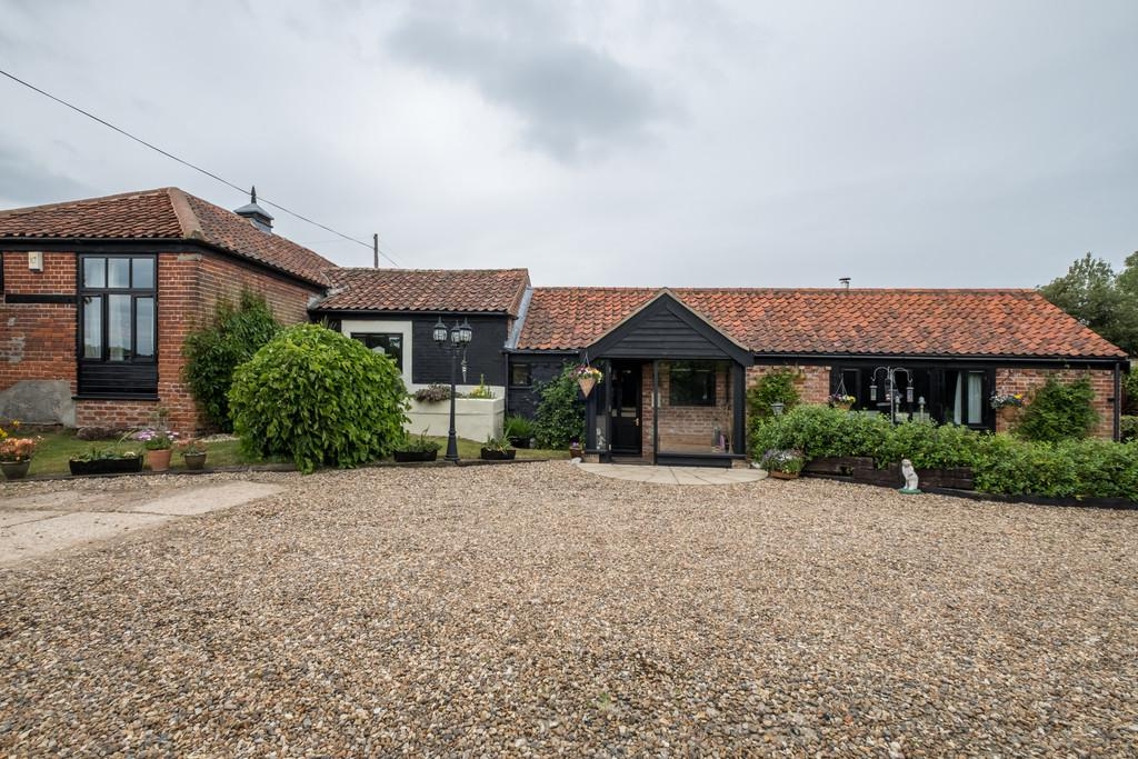 4 Bedrooms Barn Conversion Character Property for sale in Toft Monks