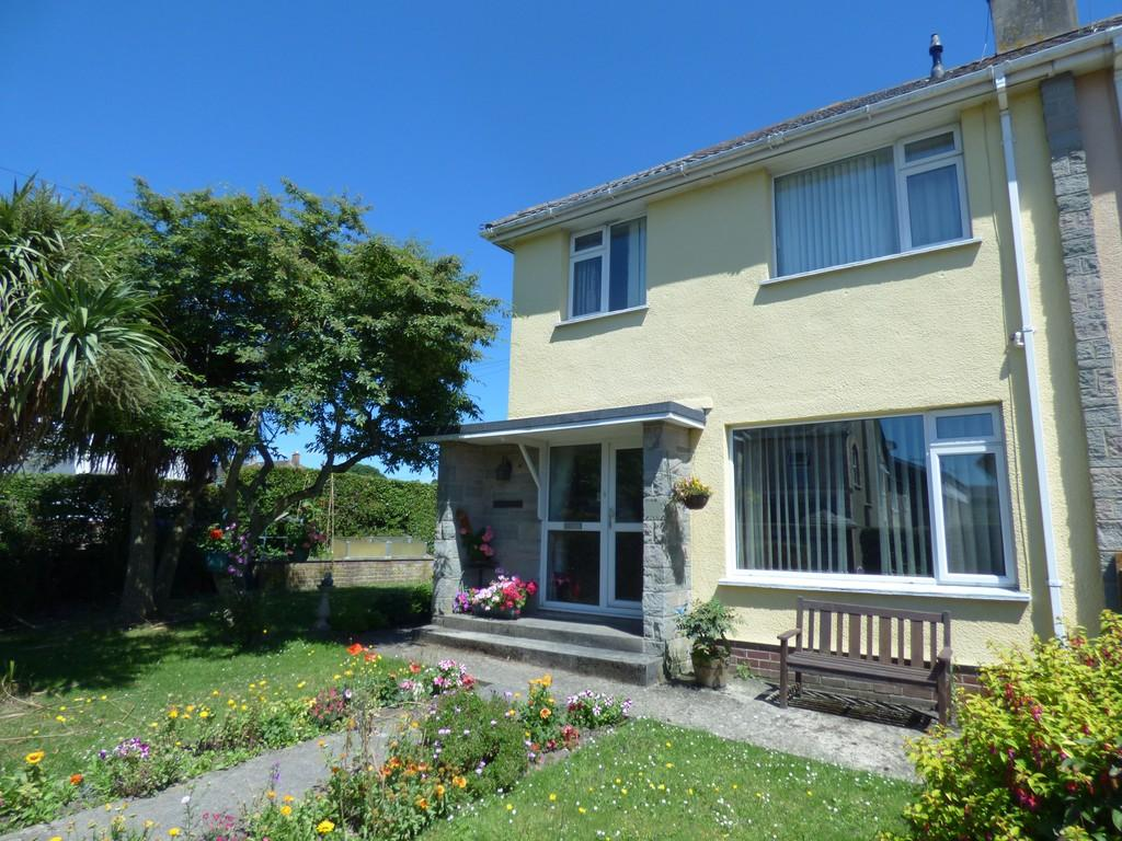 3 Bedrooms Semi Detached House for sale in Gestridge Road, Kingsteignton, TQ12 3HB