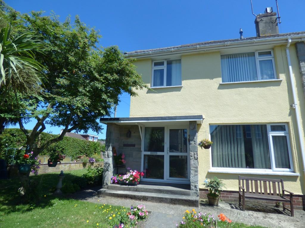 3 Bedrooms Semi Detached House for sale in Gestridge Road, Kingsteignton, TQ12 3HB