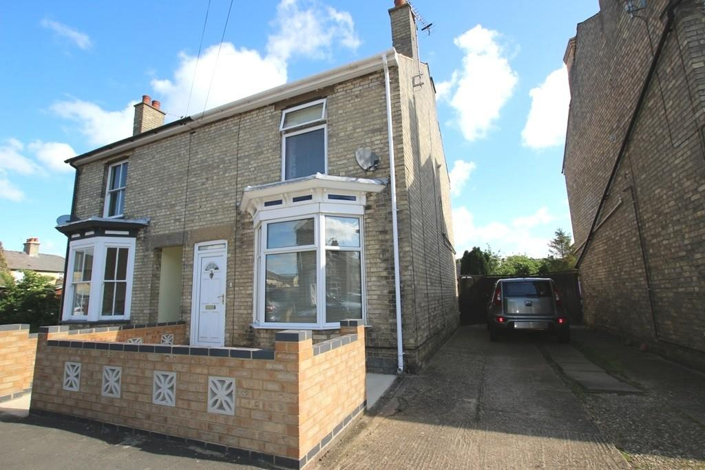3 Bedrooms Semi Detached House for sale in Cromwell Road, Ely