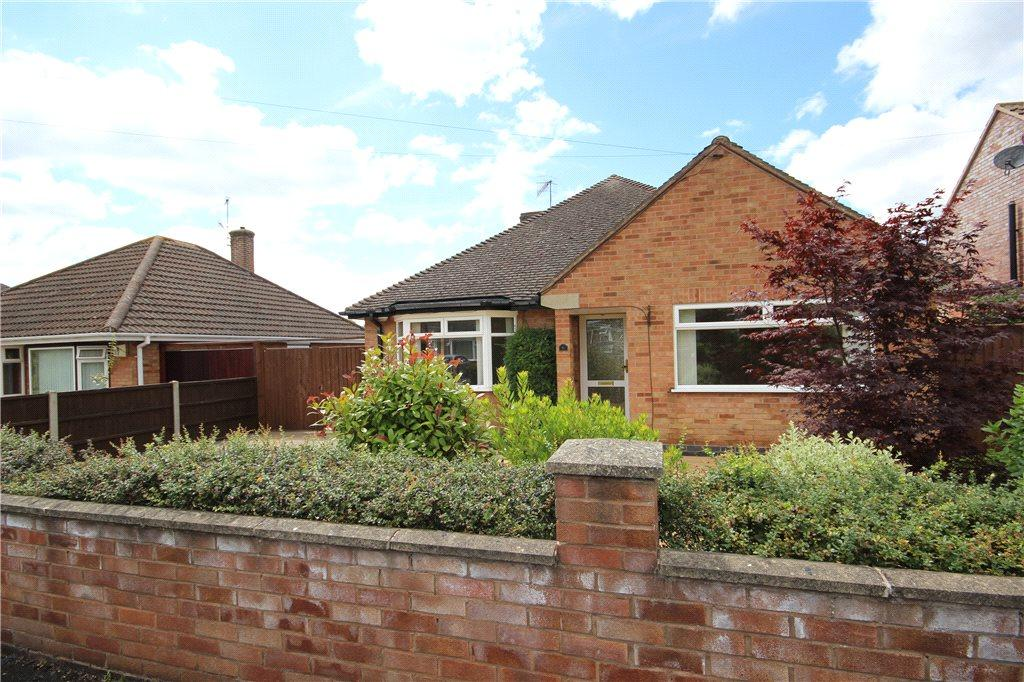 2 Bedrooms Detached Bungalow for sale in Aycliffe Road, Worcester, Worcestershire, WR5