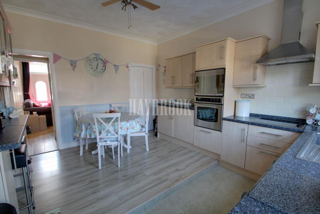 3 Bedrooms Terraced House for sale in Clifton Avenue, Clifton