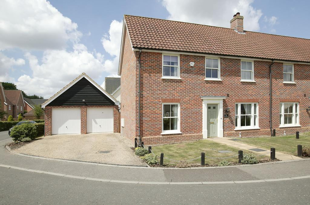 3 Bedrooms Semi Detached House for sale in Cornfield Road, Mulbarton