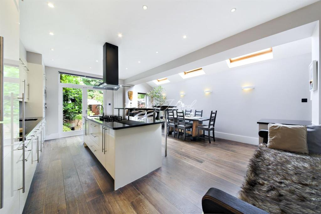 6 Bedrooms End Of Terrace House for sale in Allison Road, W3