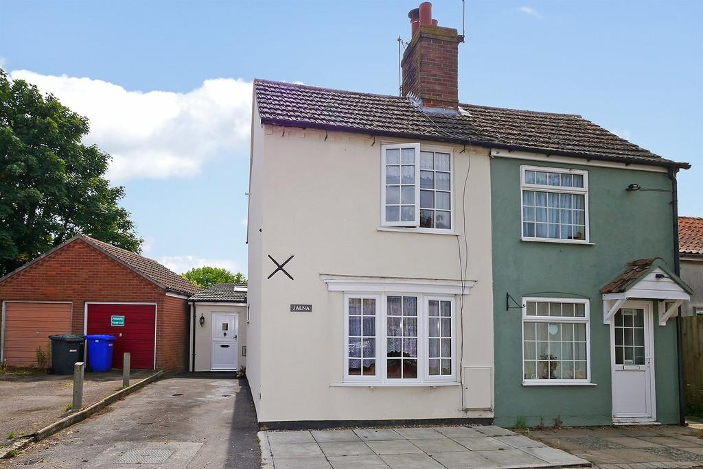 2 Bedrooms Semi Detached House for sale in Beccles Road, Mutford, Beccles
