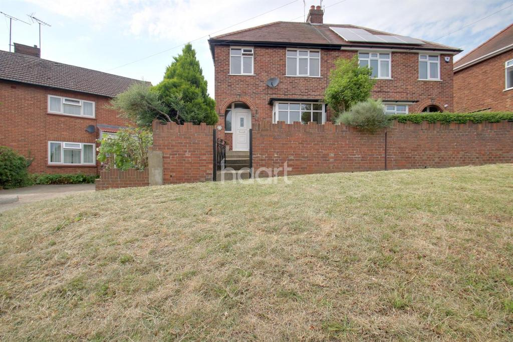 3 Bedrooms Semi Detached House for sale in Whaley road, Colchester, CO4