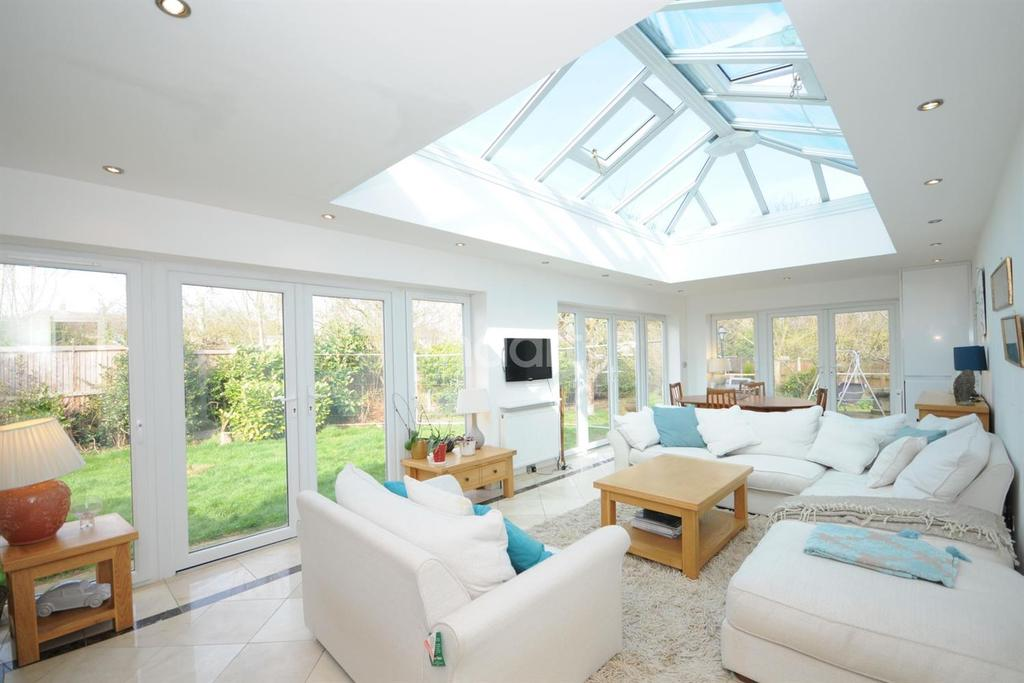 4 Bedrooms Detached House for sale in All Saints Close, Chelmsford