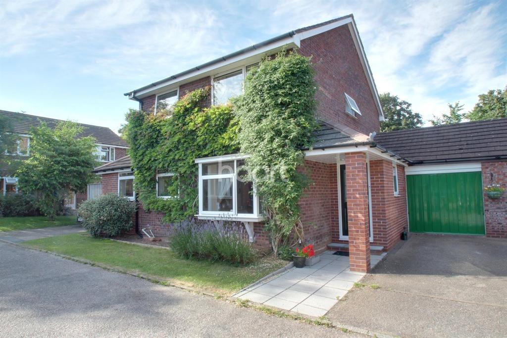 4 Bedrooms Detached House for sale in Birkett Close