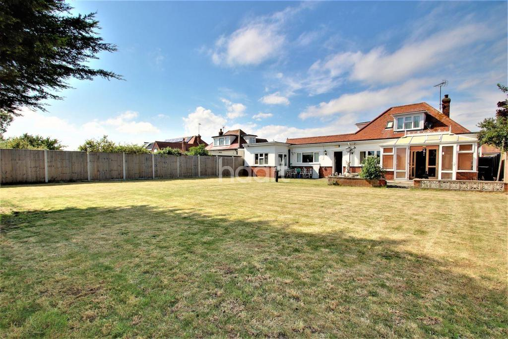4 Bedrooms Detached House for sale in Holland-on-Sea